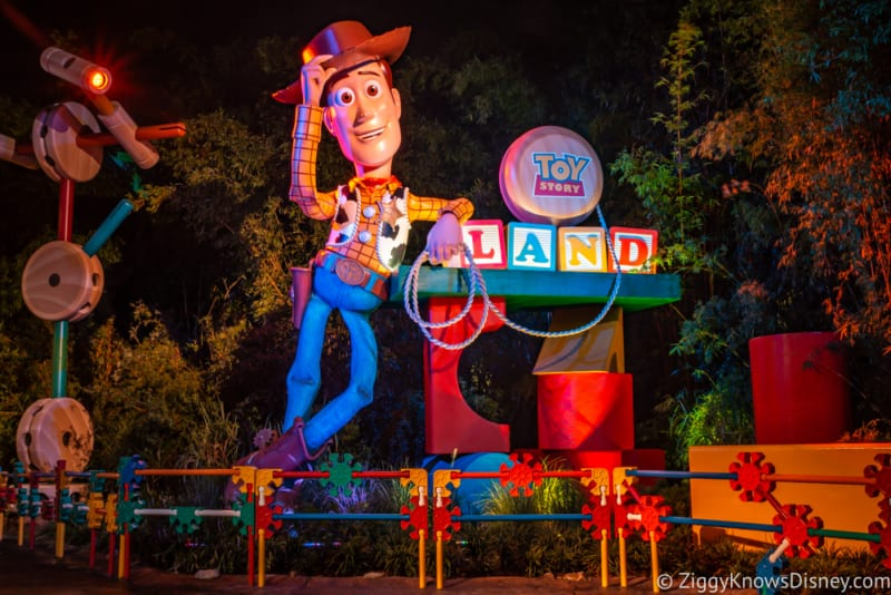PHOTO TOUR: Toy Stoy Land at Night (It's even better than during the day!)