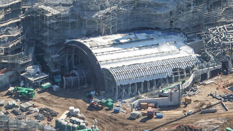 Star Wars Galaxy's Edge Construction Update October 2018 battle escape hanger roof