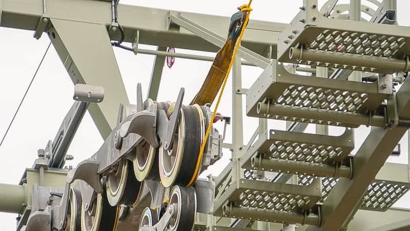 Disney Skyliner Gondola Construction Update December 2018 cable installation