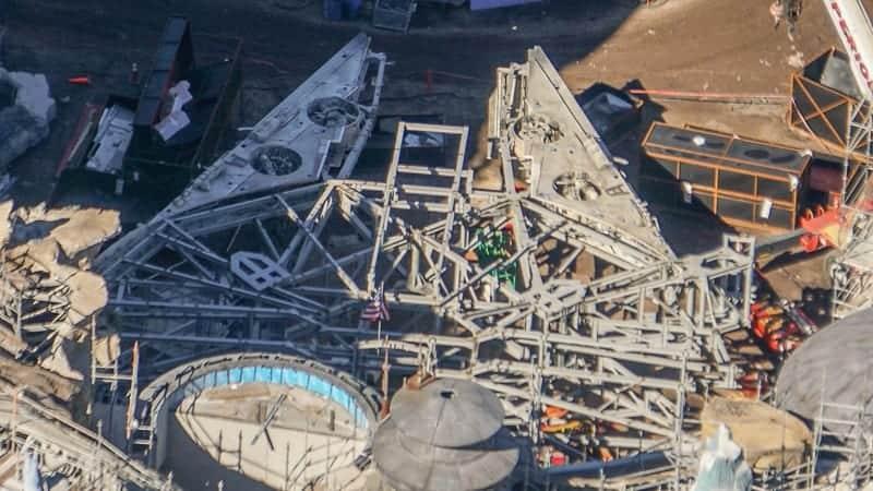 Star Wars Galaxy's Edge Construction Update December 2018 Millennium Falcon details theming