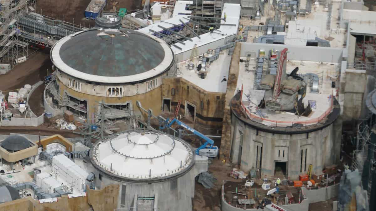Galaxy's Edge Update February 2019 Black Spire Outpost building and ship