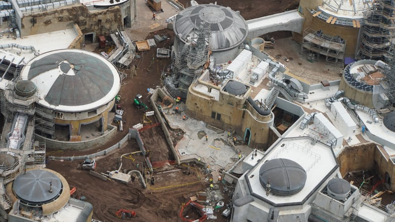 Star Wars Galaxy's Edge Construction Update April 2019 installing courtyard