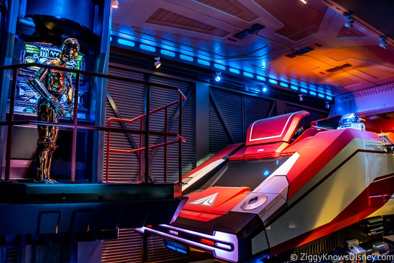 Star Tours the Adventures Continue Ride queue C-3PO and R2-D2