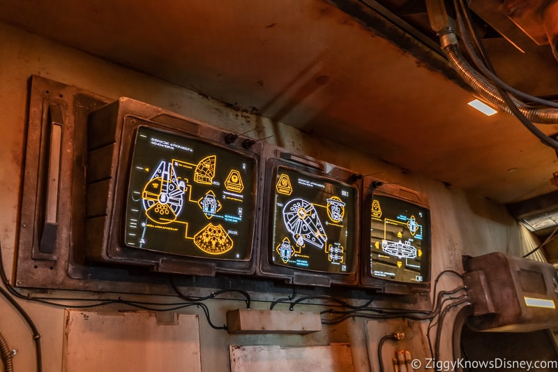 digital panels Millennium Falcon Smuggler's Run Ride