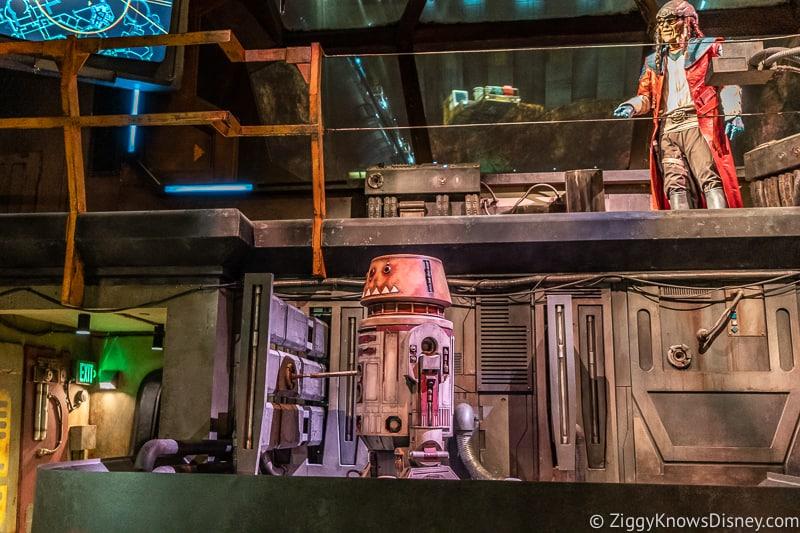 Millennium Falcon Smuggler's Run Ride droid animatronic
