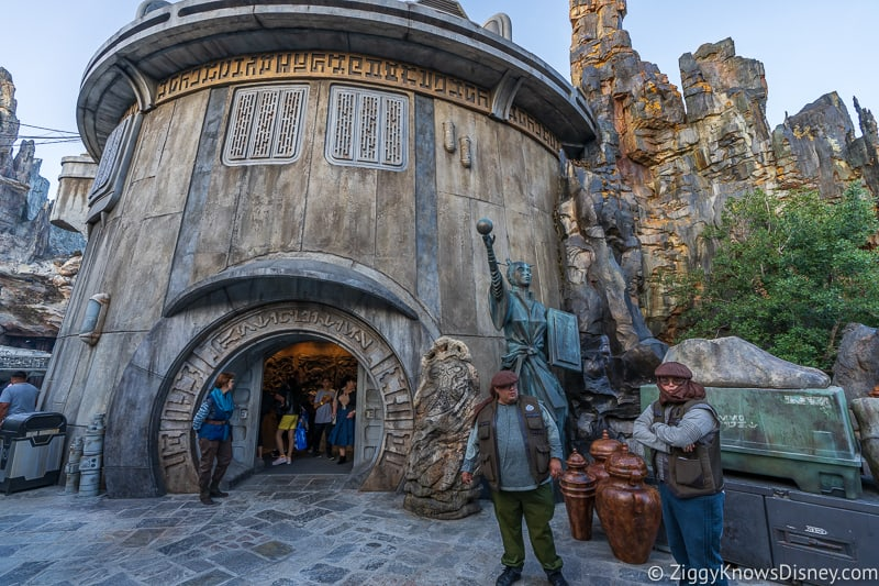 outside Dog Ondar's in Star Wars Galaxy's Edge