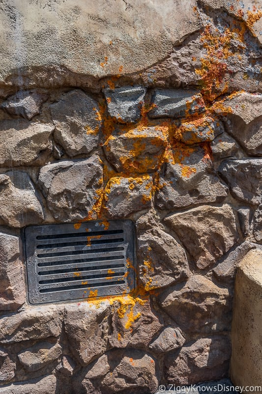 crazy alien blood on the wall in Star Wars Galaxy's Edge