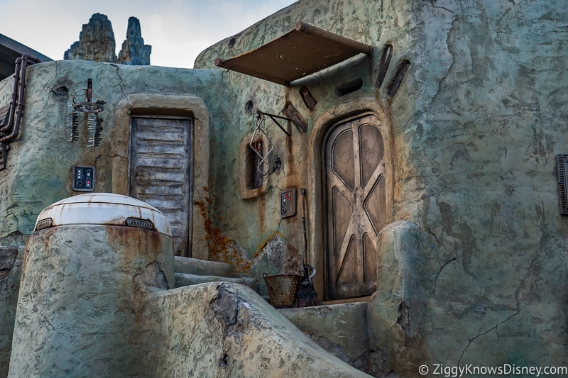 hidden doors Star Wars Galaxy's Edge