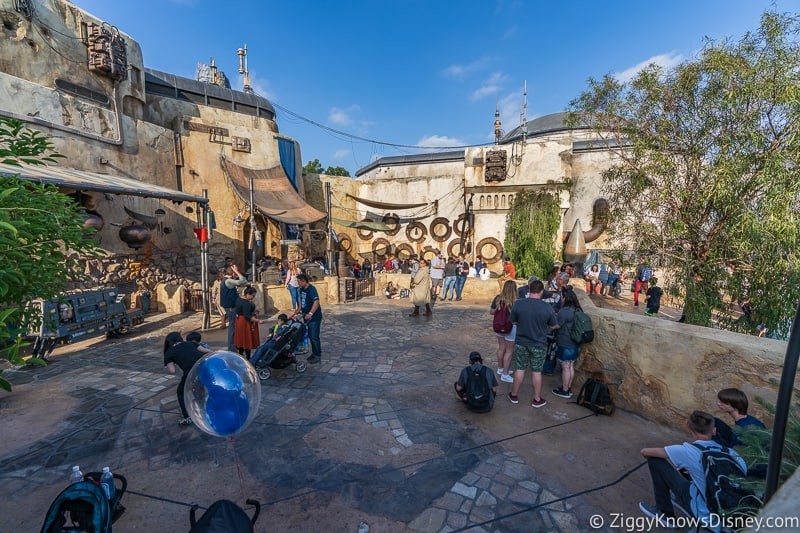 Star Wars Galaxy's Edge Full Walkthrough Disneyland Savi's Workshop walkway