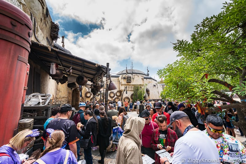huge line outside Savi's Workshop in Galaxy's Edge