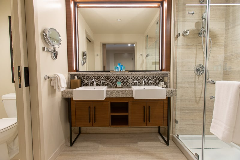bathroom of Gran Destino Tower rooms