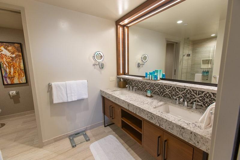 Gran Destino Tower rooms bathroom