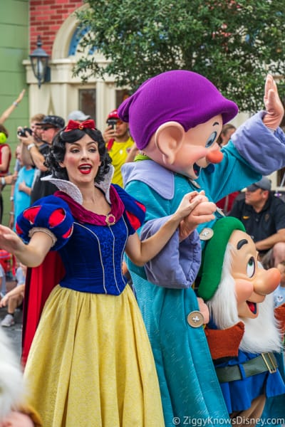 Snow White and Dopey in Festival of Fantasy Parade