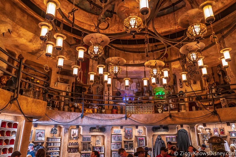 looking around Dok Ondar's Den of Antiquities in Galaxy's Edge