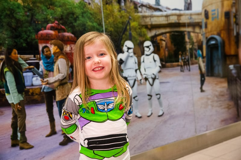 Galaxy's Edge backgrounds at Orlando International Airport