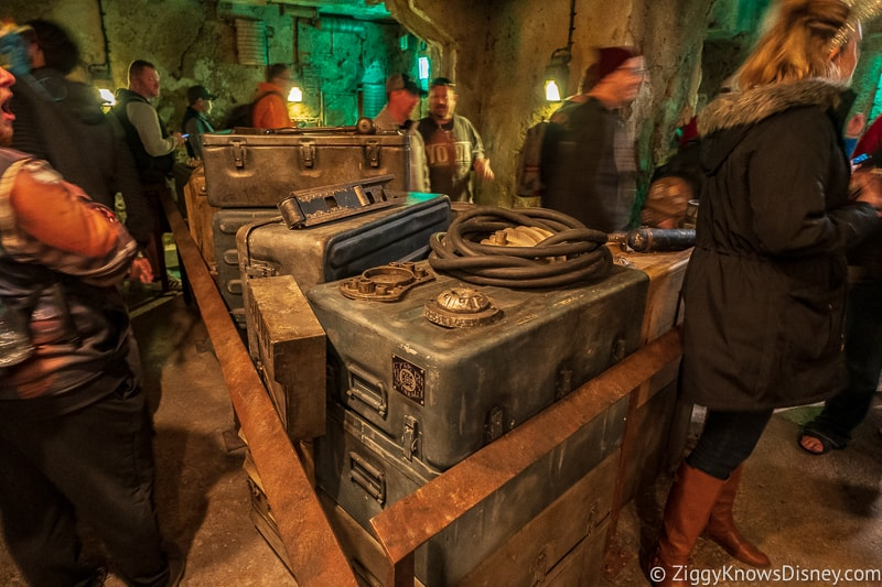 crates in Star Wars: Rise of the Resistance queue