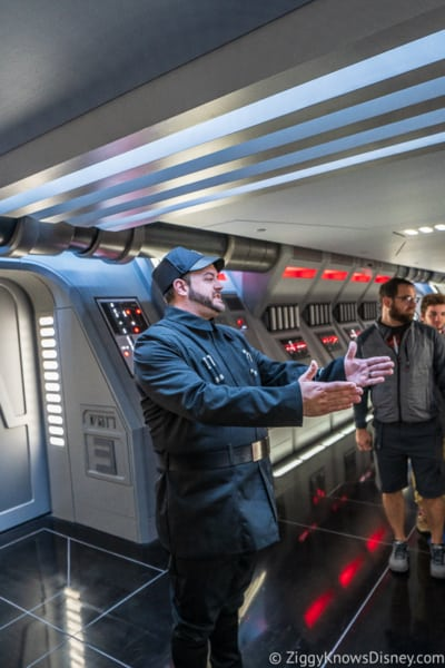 Star Wars: Rise of the Resistance officers directing prisoners