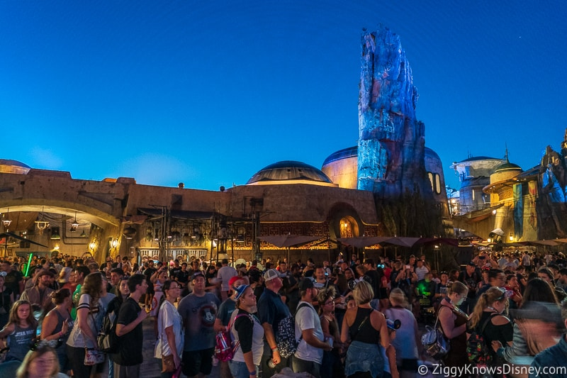 crowds in Galaxy's Edge Hollywood Studios