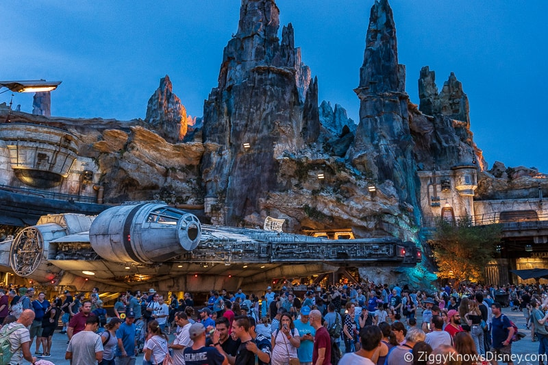 crowds in Galaxy's Edge