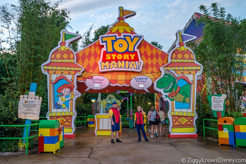 Hollywood Studios Toy Story mania entrance rope drop