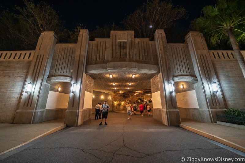 Hollywood Studios rope drop galaxy's edge entrance