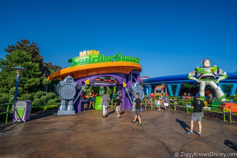 Hollywood Studios rope drop alien swirling saucers