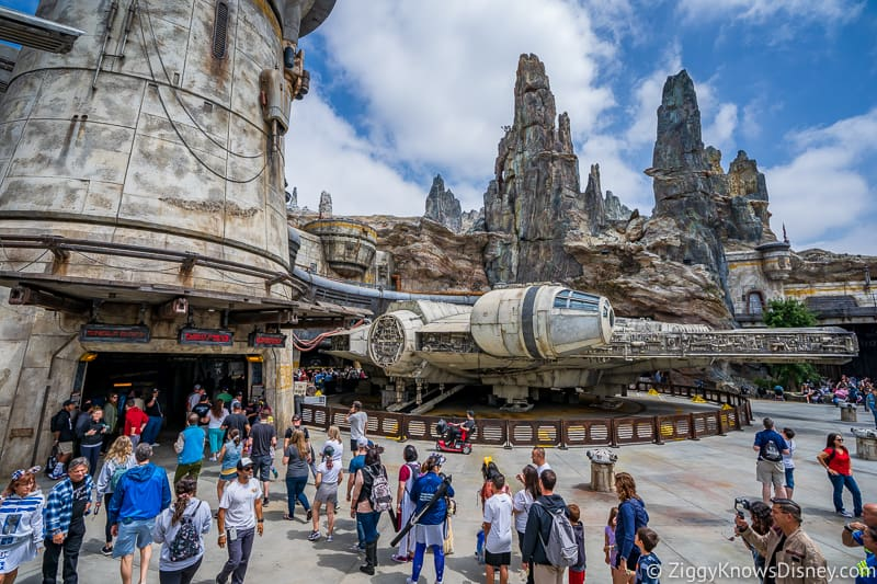 Outside of Millennium Falcon: Smugglers Run queue