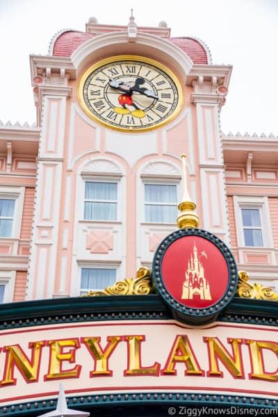Disneyland Paris closure sign