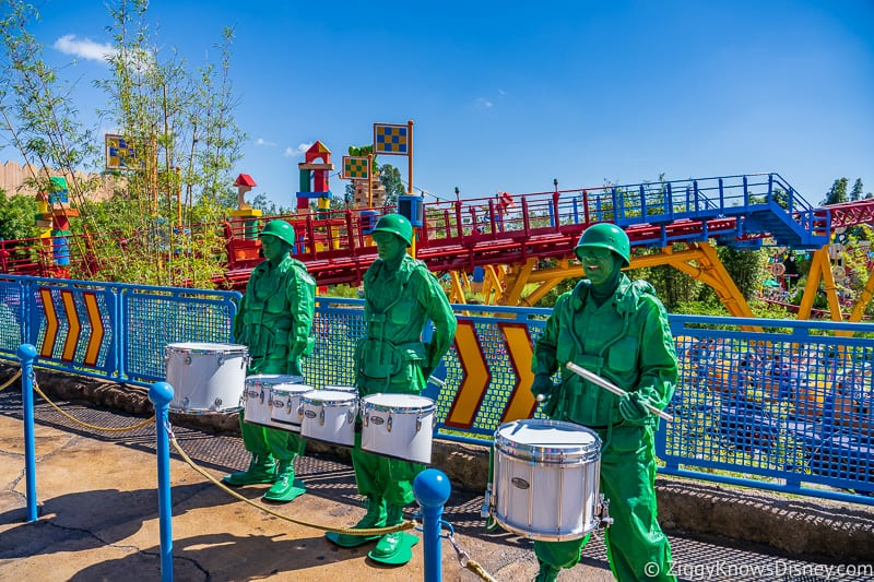 Green Army Men drumming in Toy Story Land