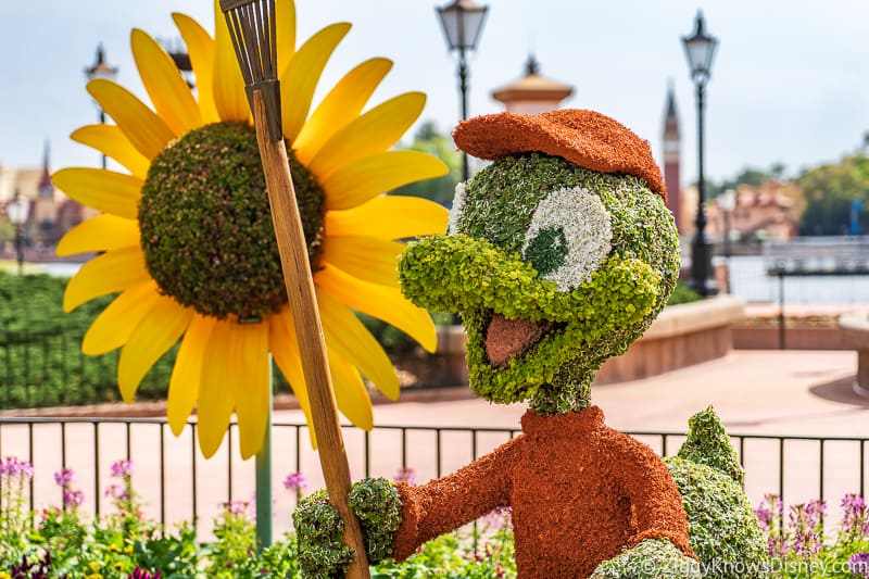 Huey Topiary Epcot Flower and Garden Festival