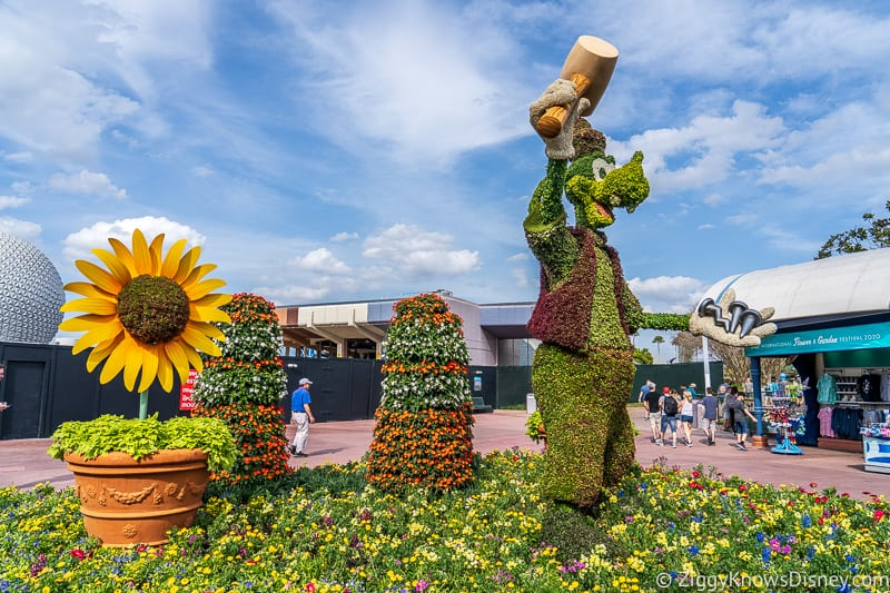 Goofy with hammer Topiary Epcot Flower and Garden Festival