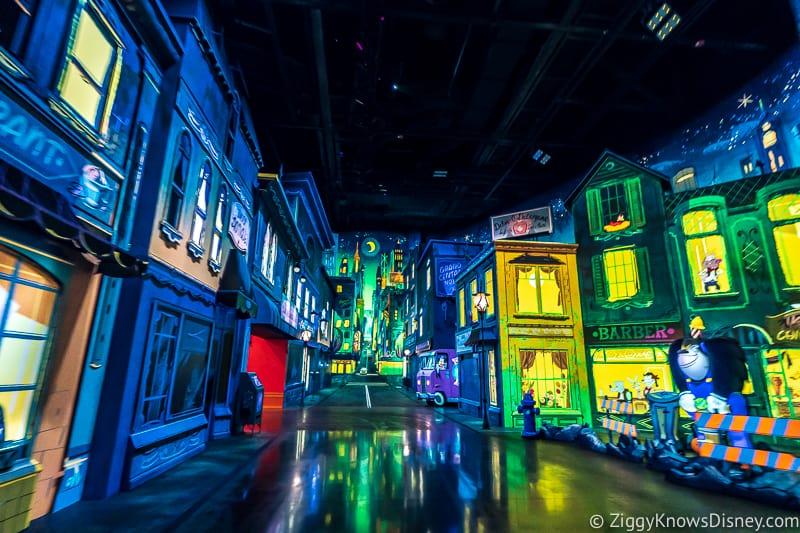 Mickey and Minnie's Runaway Railway city scene