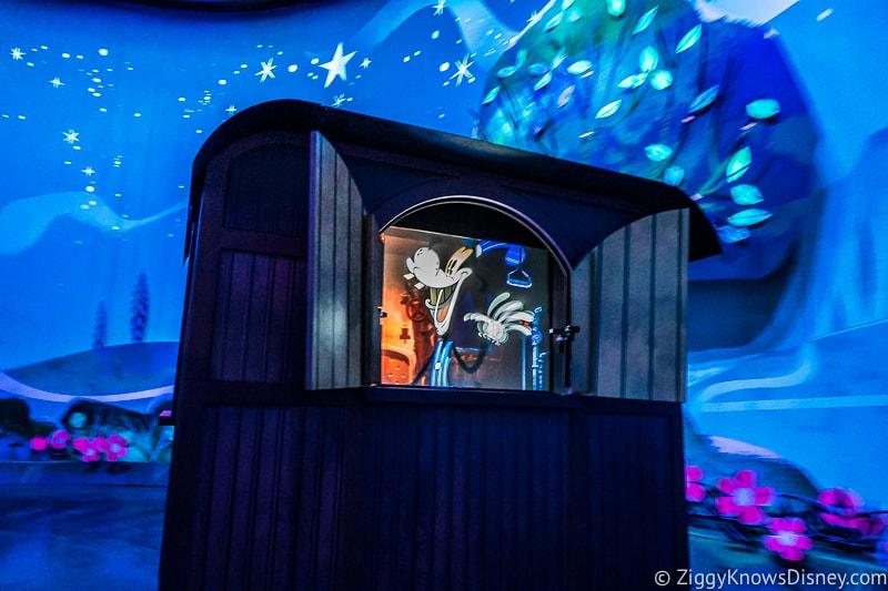 Mickey and Minnie's Runaway Railway goofy conductor