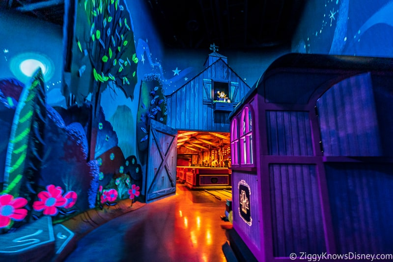 Mickey and Minnie's Runaway Railway end of the ride