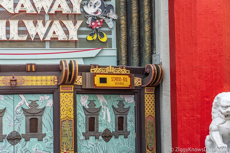 stand-by entrance Mickey and Minnie's Runaway Railway