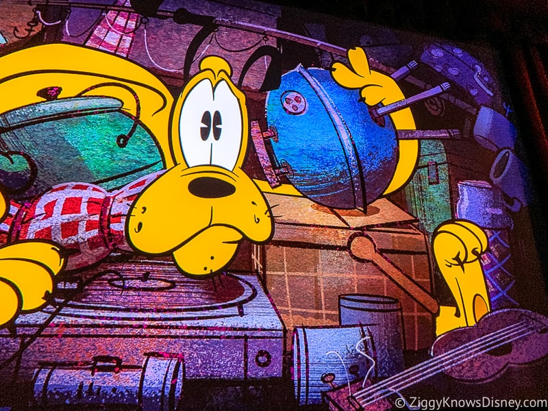 Mickey and Minnie's Runaway Railway pluto in the car trunk