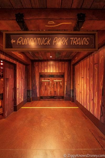 to loading area Mickey and Minnie's Runaway Railway