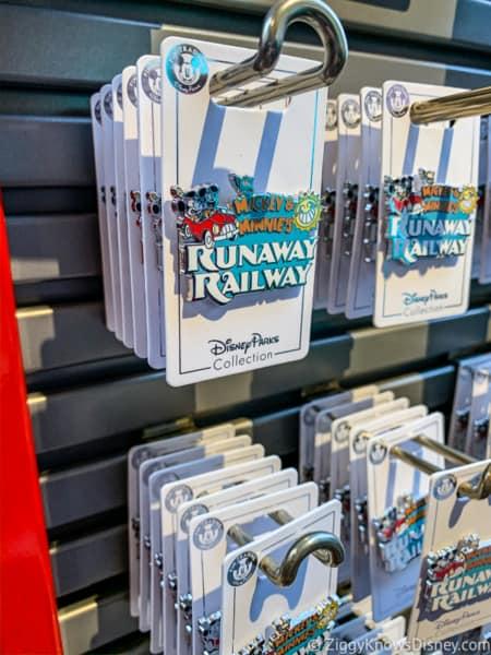 Pins Mickey and Minnie's Runaway Railway Merchandise