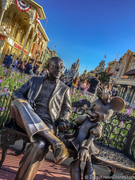 Roy Disney and Minnie Mouse statue