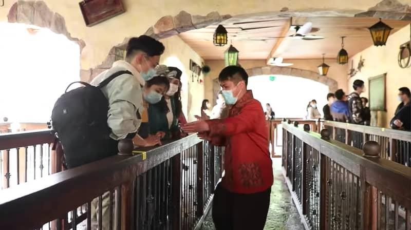 Keeping distances in attraction queues Shanghai Disneyland Reopening Procedures