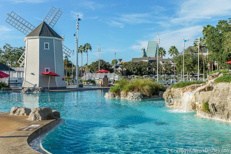 Yacht & Beach Club Swimming Pool