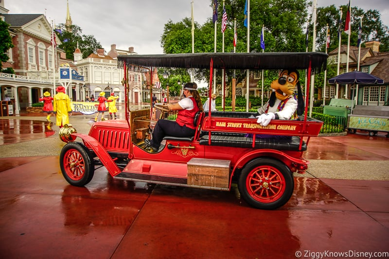 A Goofy Cavalcade in Liberty Square
