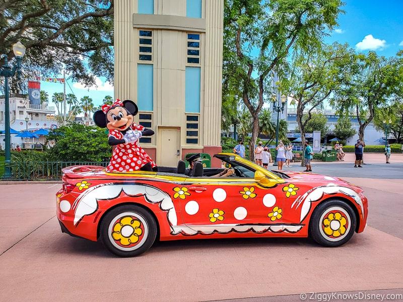 Minnie Mouse in polka dot car Mickey & Friends Motorcade