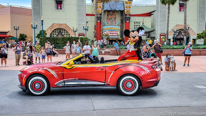 Mickey & Friends Motorcade Hollywood Studios in front of Chinese Theater