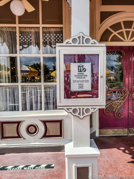 Disney Dining Reservation check-in Magic Kingdom