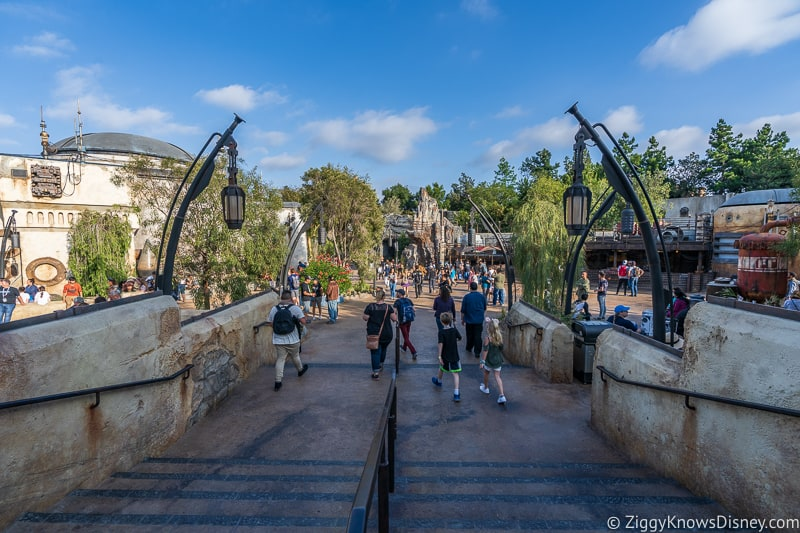 Galaxy's Edge walkway in Disneyland