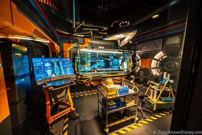 Avatar Flight of Passage attraction queue floating Na'vi
