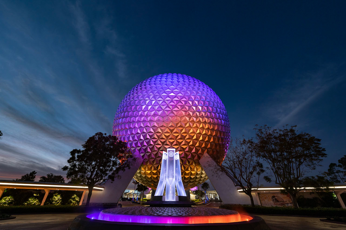 EPCOT Entrance Fountain in front of spaceship earth