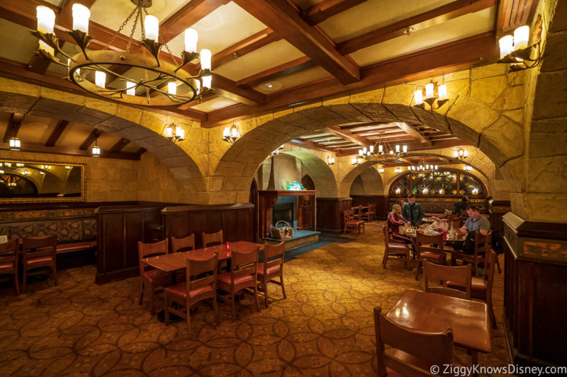 EPCOT Le Cellier dining room