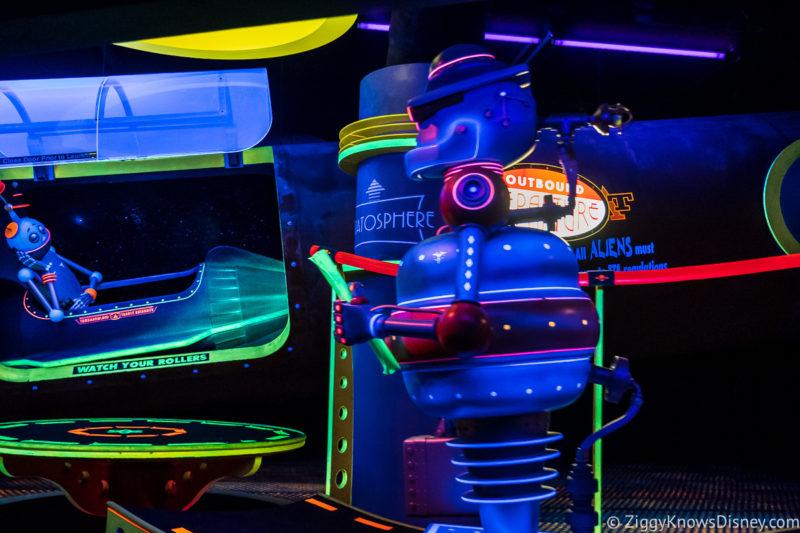 Tomorrowland Transit Authority Peoplemover robot scene